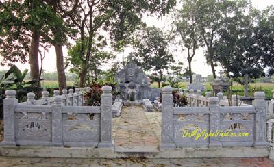 Khuôn viên lăng mộ đá