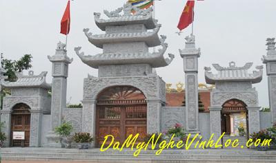 Khuôn viên đền, chùa, cột đá