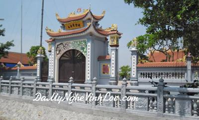 Khuôn viên đền, chùa, cột đá 02